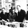 Giorgio Merk Ricordi mostra le produzioni Arrigoni ad ufficiali tedeschi (ANPI-Cesena)