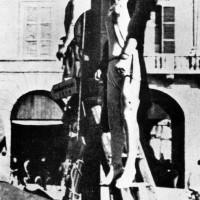 Corpi di  Iris Versari e Silvio Corbari esposti in piazza Saffi a Forlì. (Archivio IstorecoFC)